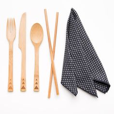 This product serves as an eco-friendly alternative to traditional disposable dinnerware including plastic, foam, and much more.   Earth conscious, food safe, & sustainable.