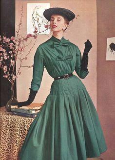 Vintage Fashion 1950s, Fifties Fashion, Vintage Couture, Retro Fashion, Vintage Hats, Victorian Fashion, Fashion Fashion, Fashion Dresses, Jacques Fath
