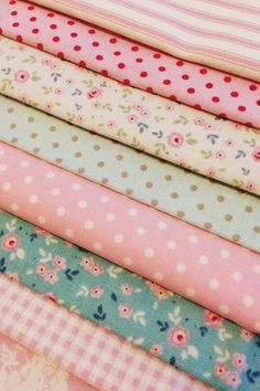 pretty fabrics & patterns Shabby Chic Fabric, Fabric Combinations, Textiles, Sewing Rooms, Fabulous Fabrics, Fabric Online, Fabric Patterns, Fabric Crafts, Fabric Design