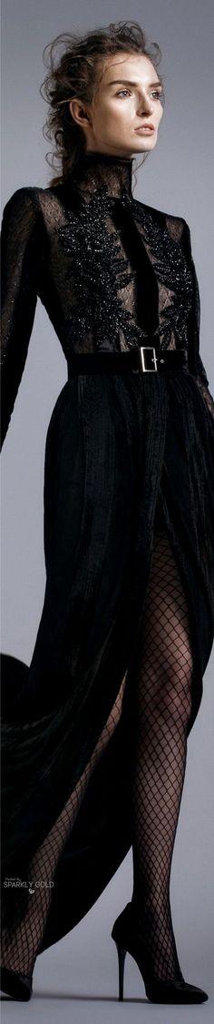 Look Gothique Romantique - Robe noire dentelle et broderies