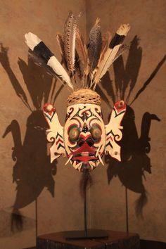 Ceremonial Mask from Borneo with Feathered Headdress Oriental, John James Audubon, Feather Headdress, Ancient Jewelry, Aboriginal Art, Outsider Art, Tribal Art, American Artists, Borneo Tattoos