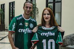 Palmeiras presenteia a banda holandesa Epica com camisas personalizadas do Verdão – FUTEROCK