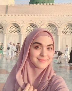 Do not judge someone just because they are different . Being different makes you a better person in different ways. Beautiful Muslim Women, Beautiful Hijab, Beautiful Asian Girls, Casual Hijab Outfit, Hijab Chic, Hijabi Girl, Girl Hijab, Modern Hijab Fashion, Muslim Fashion