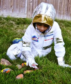 Send your little astronaut on a Mission to Collect Space Rocks! #pretendplay