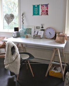 Werkplek met schragentafel