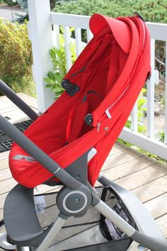 Stokke Scoot stroller in Red – Side View