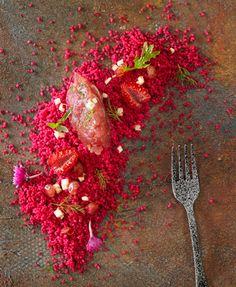 Tartar de atún con tomate, jengibre, cilantro y couscous de remolacha – Delicooks | Good Food Good Life