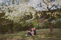 love session colorful paper garland be light 08 Countryside Session with a Colorful Paper Garland