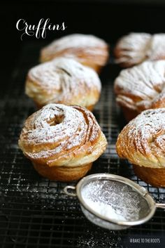 Not only Donuts can fall in love with a croissant - muffins can do that too ;) Delicious come-together of a flaky croissant in shape of a muffin. Cruffin Recipe, Muffins, Cronut, Calories, Sweet Bread, Breakfast Recipes, Bakery, Easy Meals, Food And Drink