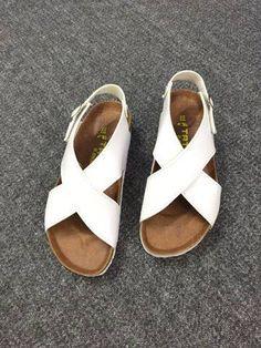 Mua giày xinh online ở đâu - Sandal quai chéo