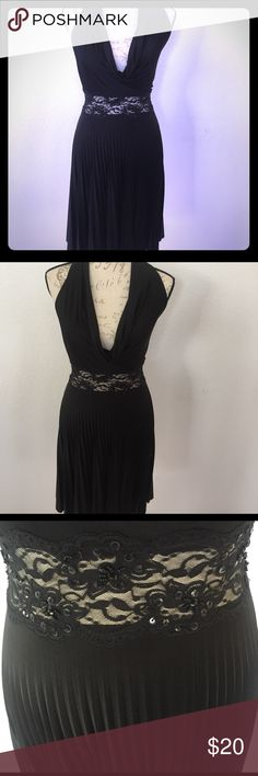 🔥Hot black scoop neck sleeveless blacklace midi🔥 Wow all I can say is I guess if you still got it ladies Flontat this is a gorgeous dress it is see-through lace and sequin embellishment around the midsection with a low scoop neck sleeveless as it goes around your neck backless or I should say low back it is pleaded and about a midi length two or above needed putting on height and I have to say this is The hottest little black dress I've seen in a while by 21 size small but has stretch…