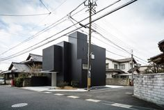 Black Framing House in Japan