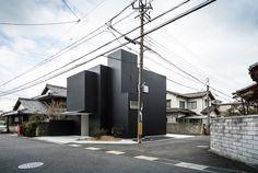 Black Framing House in Japan