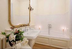 Apartment Tonia  Florence City  http://www.traveltuscany.net/florence-apartment/3219/  Sleeps :8  Total Bedrooms :4  N Double rooms :4  Total Bathrooms :3  Bathrooms with Shower :2  Bathrooms with Tub :1