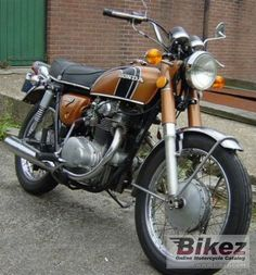 The 1974 Honda CB 250 disc and all other motorcycles made Specifications. Honda Motorbikes, Honda Motorcycles, Cars And Motorcycles, Candle Power, Cb350, Honda Motors, Japanese Motorcycle, Honda Cb, Classic Bikes