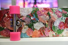 Skate com desenhos florais feitos com strass! www.ldicristais.com.br  #ldicristais #strass #chaton #skate #personalizado #laskani #swarovski  Floral crystal embellished skateboard by #CFDASwarovski designer Irene Neuwirth