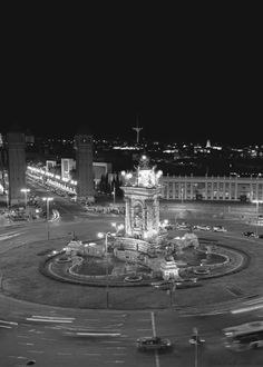 "black-and-white-gifs: ""Plaça d'Espanya, Barcelona (Noam Armonn) "" Cinemagraph Gif, Black And White Gif, Whole Image, Barcelona Catalonia, City Lights, Pretty Cool, Views Album, Dark Side, Animation"