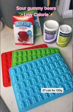 """Une recette de bonbons """"light"""" cartonne sur TikTok Sour Gummy Bears, Citric Acid, Calories, Jelly, Raspberry, Food, Gummi Candy, Home Made, Essen"""