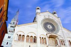 Die Kathedrale von #Modena, erbaut im 12. Jahrhundert. Sie zählt zu den bedeutendsten Bauwerken des romanischen Baustils und steht auf der Liste des UNESCO-Weltkulturerbes. #EntdeckeItalien @Ainara Dzhentemirova Garcia