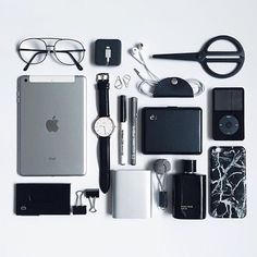 Everydaycarry trend accessories, travel accessories, fashion accessories, w Tomboy Fashion, Fasion, Mens Fashion, What In My Bag, What's In Your Bag, Travel Accessories, Fashion Accessories, Trend Accessories, Gadgets