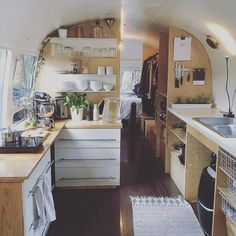 Airstream life // I'm incredibly grateful for my tiny home. Airstream life // I'm incredibly grateful for my tiny home. by thrive_in_life - Create Your Own Van Airstream Living, Airstream Remodel, Airstream Renovation, Trailer Remodel, Bus Remodel, Caravan Living, Houseboat Living, Interior Trailer, Airstream Interior