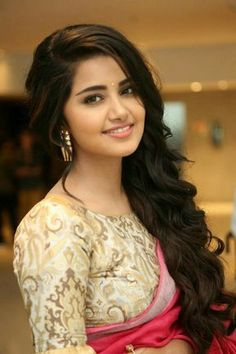 Most Beautiful Bollywood Actress, Beautiful Actresses, Beautiful Girl Photo, Beautiful Girl Indian, Beauty Full Girl, Beauty Women, Anupama Parameswaran, Hindus, Stylish Girl Images