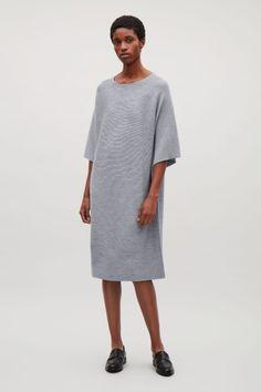 COS afbeelding 1 van Rechthoekige gebreide jurk in grijs