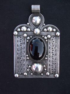 Stirling silver pendant berber origen 61g.