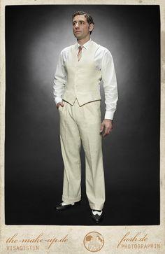 College pants CASABLANCA natural linen Vecona Vintage. €179,00, via Etsy.