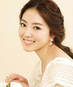 Natural long wave low tie-up hair style / Korean Concept Wedding Photography - IDOWEDDING (www.ido-wedding.com)