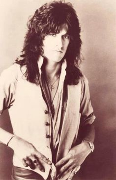 Now that's a young Joe Perry! Green Day, Brent Smith Shinedown, Steven Tyler Aerosmith, The Jam Band, Joe Perry, Van Halen, Music Photo, Pop Singers, Rock Music