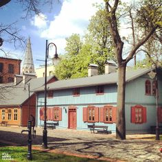 Skansen łódzkiej architektury drewnianej – znajduje się przy Centralnym Muzeum Włókiennictwa w Łodzi. Udostępniony zwiedzającym 30 września 2008 roku.  Na terenie skansenu znalazł się ponad 200-letni modrzewiowy kościół, willa letniskowa z ulicy Scaleniowej na Rudzie oraz pięć blisko stuletnich domów rzemieślników z ulic Wólczańskiej, Żeromskiego, Kopernika i Mazowieckiej.