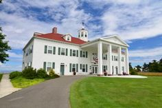 The newest member of the Washington Bed and Breakfast Guild.  Check out a beautiful replica of Mount Vernon located with a spectacular view over the Strait of Juan de Fuca in Washington State.