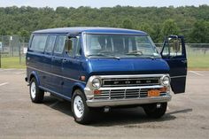 Rare model (custom-ordered) 1973 Ford Club Wagon - Chateau Old Fords, Barn Finds, Camper Van, Daydream, Vans, Club, Classic, Vehicles, Model