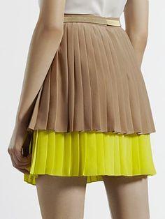 $1195 Gucci  Pleats are in!   Dear Fashion world, Im always 2 seasons ahead of you.