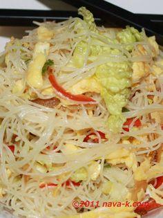 nava-k: Anchovies (Ikan Bilis) Fried Mee Hoon Curry Laksa, Malaysian Food, Malaysian Recipes, Rice Vermicelli, Asian Recipes, Ethnic Recipes, Asian Noodles, Noodle Soup, Chinese Food