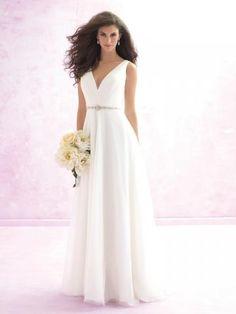 Robes de mariée en tulle ruches col en v ceinture en étoffe glamour et brilant pas cher