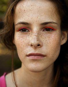pink-eyeliner-2