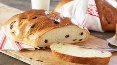 Traditional cake/bread since the Bronze Age filled with candied fruits (optional) and raisins. Candied Fruit, Traditional Cakes, Recipe Boards, Christmas Treats, Raisin, Food And Drink, Rolls, Baking, Sweet