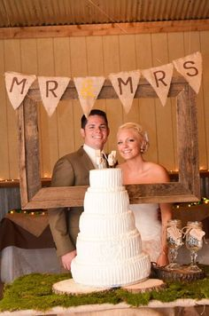Mr and Mrs burlap banner | thereddirtbride.com | view more of this vintage wedding here