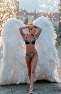 Candice Swanepoel #VS Angel wings Victoria's Secret...... I want to be her so bad !! love her