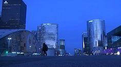 Des visites nocturnes du célèbre quartier d'affaires de la capitale sont organisées par le département des Hauts-de-Seine. Reportage.