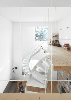 Japanese architecture firm Jun Igarashi Architects designed this platform house in Hokkaido, Japan with some interesting loft design ideas, to say the least. The simple facade makes way for a. Cabinet D Architecture, Interior Architecture, Interior And Exterior, Japanese Architecture, House Plan With Loft, House Plans, Modern Stairs, Interior Decorating, Interior Design