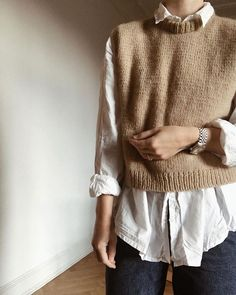 go steal a shirt. from your boyfriend, husband or lover. knit in double soft merino from Knit Fashion, Look Fashion, Korean Fashion, Fashion Outfits, Fashion Details, Winter Fashion, Fashion Design, Vest Outfits, Date Outfits