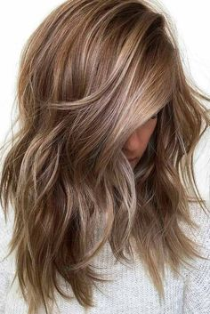 Are you looking for a new hair color idea this year that would make you look gorgeous! Here are some beautiful light brown hair color ideas, dark brown hair color ideas and brown hair color with highlights. Ombré Hair, New Hair, Curly Hair, Medium Hair Styles, Short Hair Styles, Hair Medium, Medium Cut, Medium Brown, Medium Textured Hair