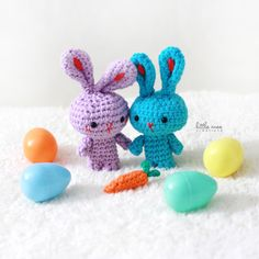 Free Bunny Amigurami Crochet Pattern perfect for Easter!  Check out the site to see their sweet little carrot house too.....Oh my!