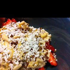 Sliced strawberries topped with pear cream, hemp seeds. Flax seeds, slivered almonds and shredded coconut. Just Eat It, What You Eat, Breakfast Recipes, Snack Recipes, Snacks, Strawberry Topping, Shredded Coconut, Hemp Seeds, Almonds