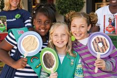 Girl Scout Cookie hand signs for cookie booth sales Girl Scout Swap, Girl Scout Leader, Girl Scout Troop, Brownie Quest, Brownie Girl Scouts, Girl Scout Cookie Sales, Girl Scout Cookies, Girl Scout Activities, Girl Scout Camping