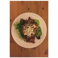 Dinner from last night is a new recipe I tried; had an early finish which isn't normal so decided to make something different seeing as I had the time  a baked sweet potato topped with @thecleaneatingguide chile con carne recipe topped with @musclefoods protein zero fat cheese  #fitfam #determination #gym #gymlife #goals #ambition #dedication #cleaneating #highprotein #training #fitspo #fitlondoners #fitness #healthy #eatclean #nutrition #workout #gym #gains #inspriation #fatloss #muscle…