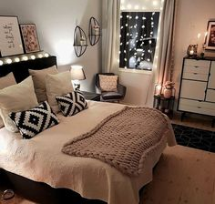 Wohnung Schlafzimmer Ideen 2019 - How Your Light Fitting Could Save You Mon Teen Room Decor, Home Decor Bedroom, Bedroom Furniture, Bedroom Ideas, Diy Bedroom, Bedroom Apartment, Girl Bedroom Designs, Girls Bedroom, Dream Rooms